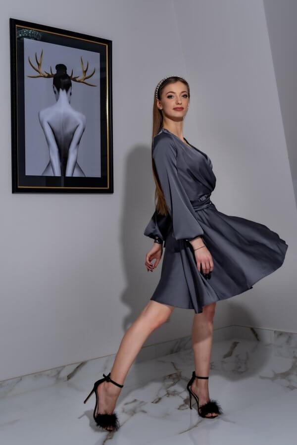 Šilkine trumpa jaunatviška suknele