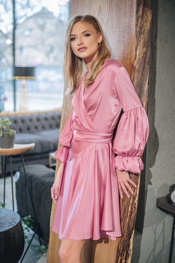 Šilkinė, trumpa, jaunatviška asimetrinė suknelė su rankovėmis