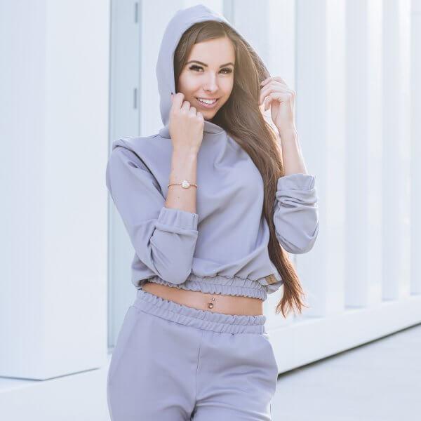 Trikotažinis kostiumelis su ilgesniais šortais it trumpesniu džemperiu