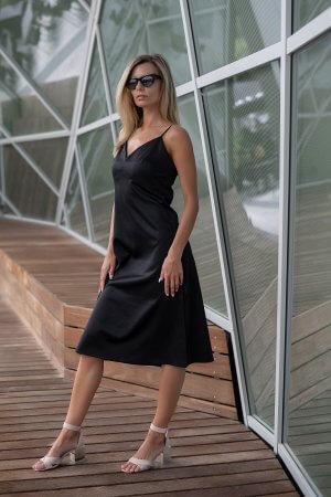 Slip dress, su A formos sijonu, V formos iškirpte