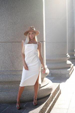 Balta slip dress suknele šilkinė iš Emil, ant petnešelių
