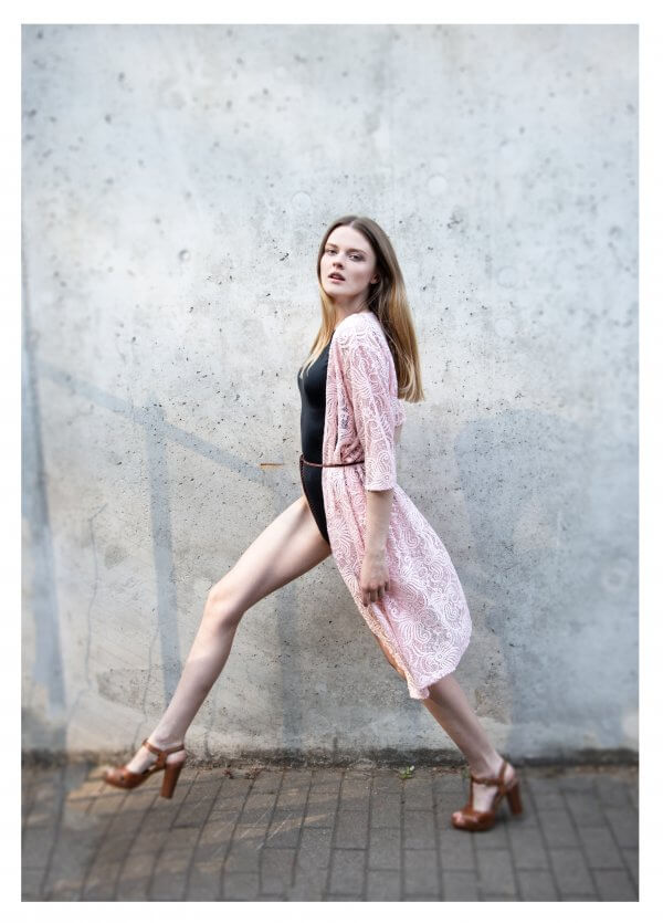 Boho stiliaus rozinis papludimio chalatas