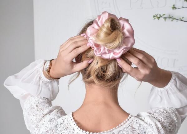 silko aksesuarai plaukams