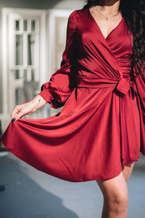Progine silkine trumpa sokiu suknele