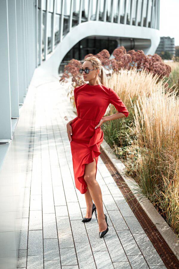 Raudonos spalvos sventine suknele su praskiepu ir bangele (2)