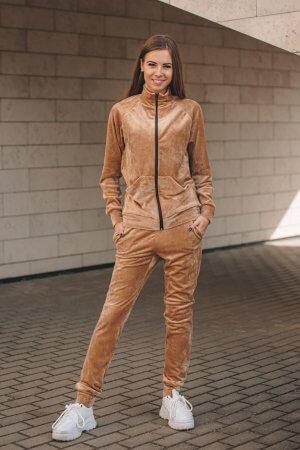 Veliurinis kostiumelis su uztrauktuku kamel spalva (6)