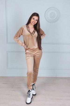 Veliurinis laisvalaikio kostiumas su apykakle, camel spalva (3)