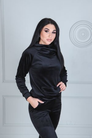 Veliurinis moteriska skostiumas su kisene priekyje juodos spalvos