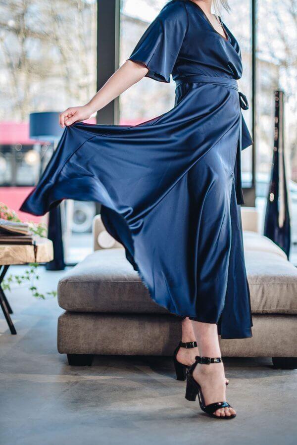 puosni ilga silkine suknele sventei.jpg